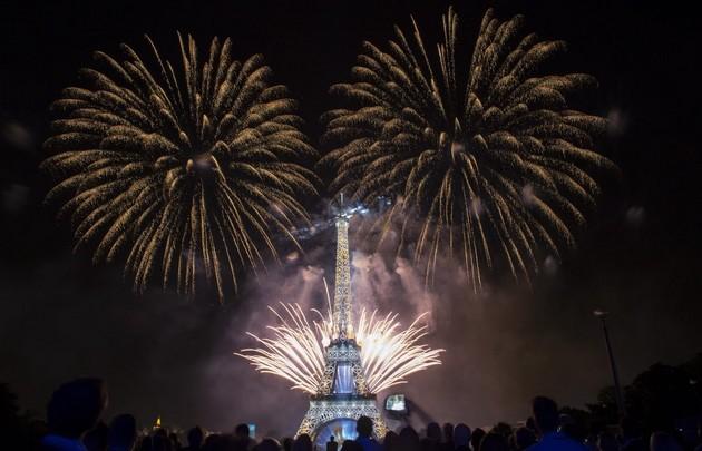 Fête Nationale: Feu d'Artifice - Photo: parisinfo.com